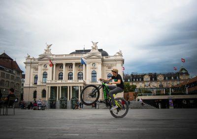 Pro Velo - Instameet Wheelie vor dem Opernhaus Zuerich von @iphotography_ch