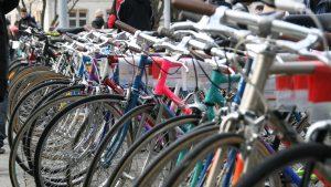 Velobörse von Pro Velo Zürich auf dem Helvetiaplatz in Zürich: Kauf und Verkauf von Citybikes, Rennvelos, und Moutainbikes.