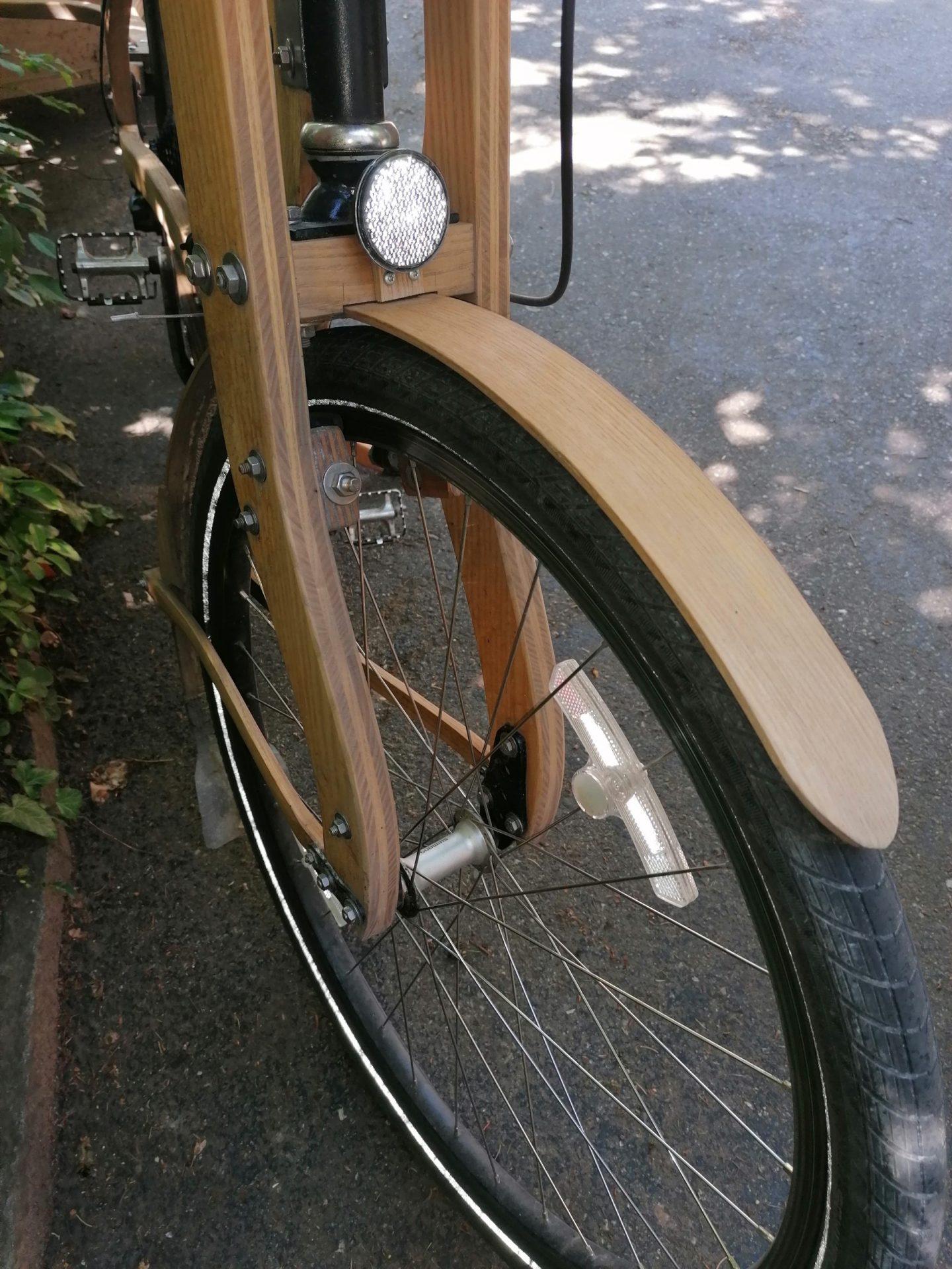 Veloliebe mit E-Bike aus Holz von Christian Gerber